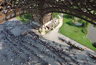 How to avoid the lines in Eiffel Tower