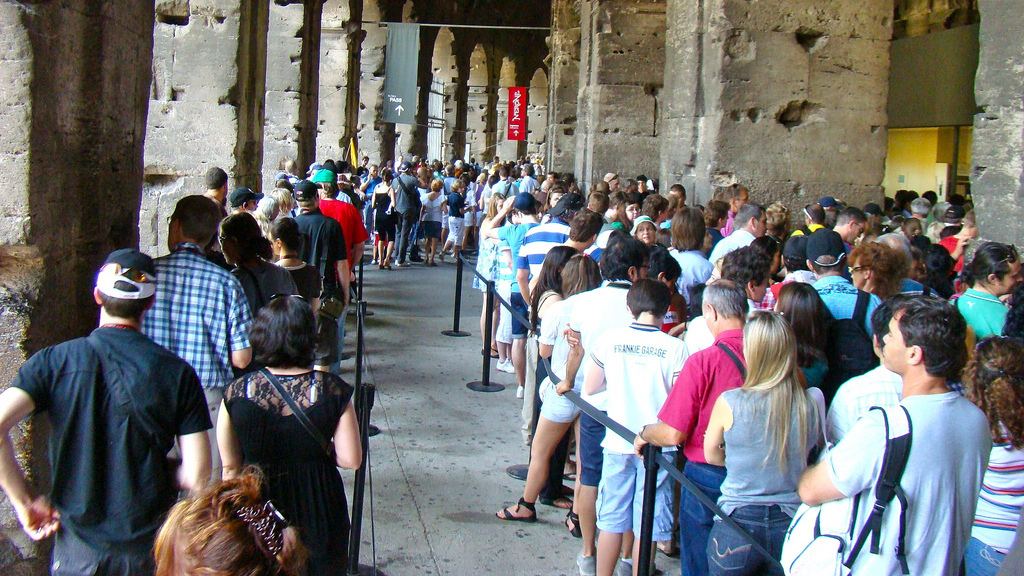 queue in colosseum photo