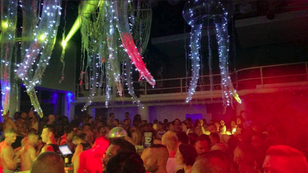 Best things to do in Mykonos - Go to Lakka Club