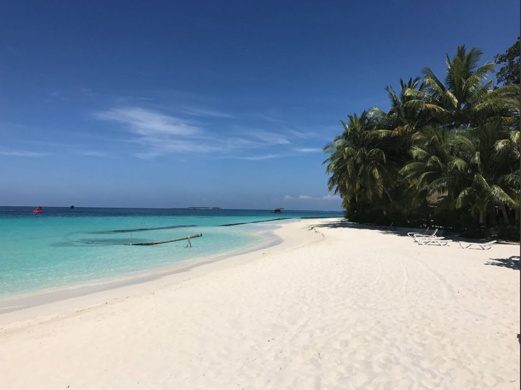 The beach in Kuramathi Island Resort
