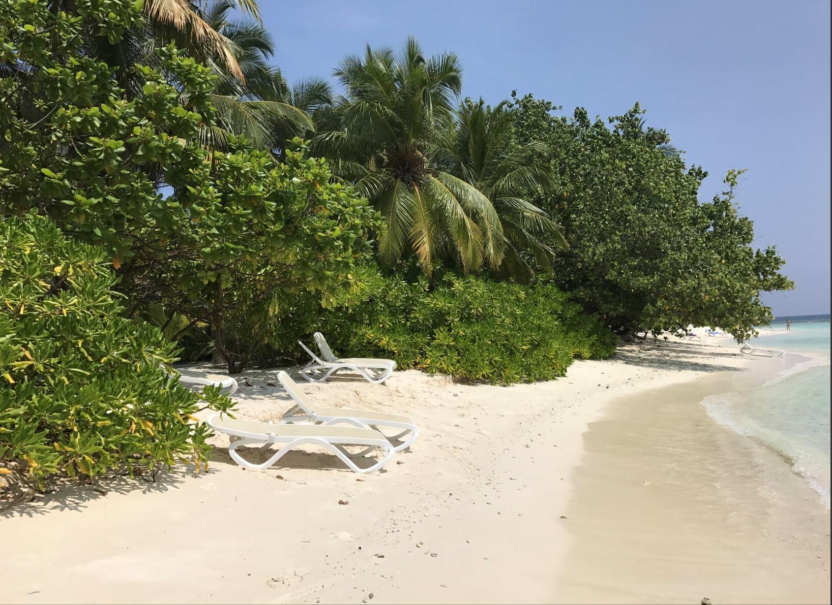 The beach on the snorkeling side of Kuramathi