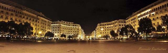 Aristotelous Square at night