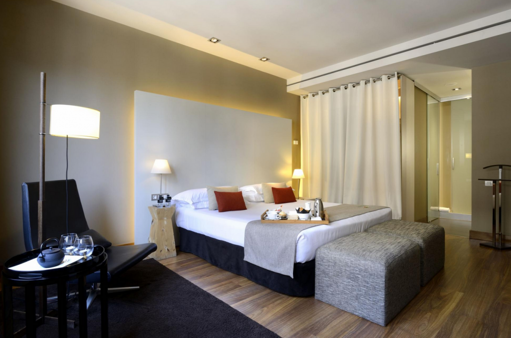 Grand Hotel Central. Guest room