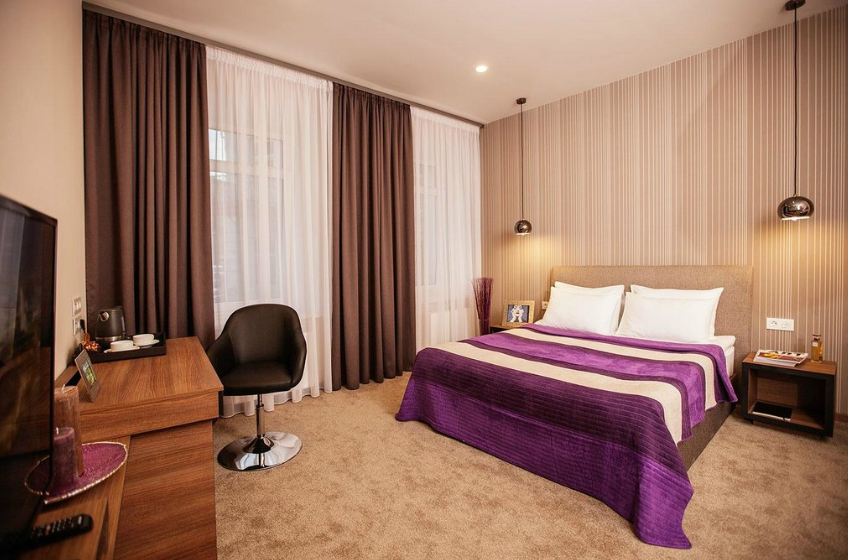 Senator MaidanThough the location of Senator Maiden is close the city, it is also situated in a quiet area to provide a relaxing experience to its guests. The 42 stylish guest rooms and apartments are suitable for both business and leisure travelers. Hotel class 4 stars Pros •	Travelers' Choice 2019 Winner •	The hotel is 7 minutes from St. Sophia Cathedral and 650 m away from the Golden Gates •	The hotel guests can easily walk to Maidan Nezalezhnosti Metro Station •	The hotel is also close to many sightseeing destinations •	Free parking available •	Non-smoking hotel Cons •	The hotel lacks facilities such as pool and spa. Website