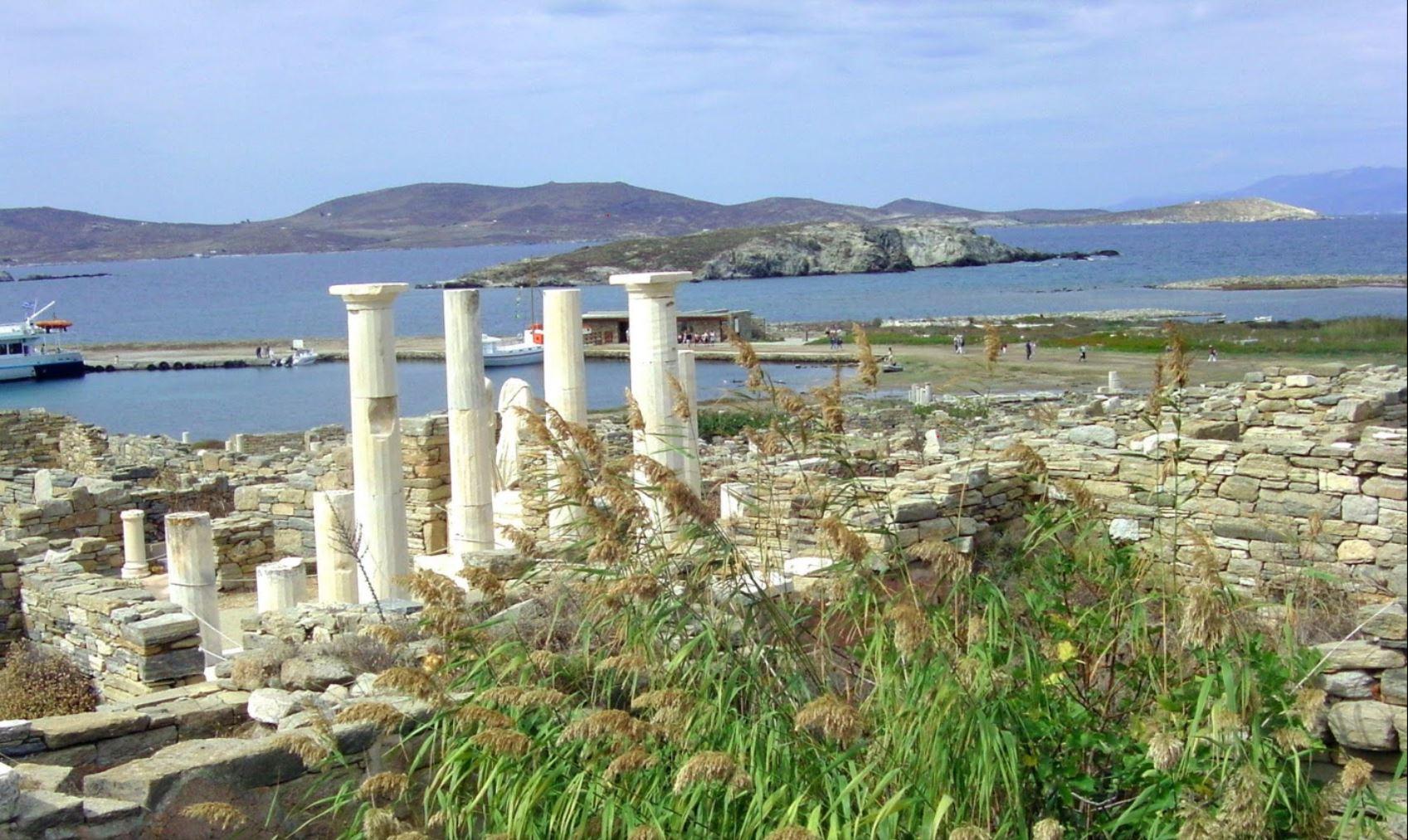 Rhenia Ancient Temple